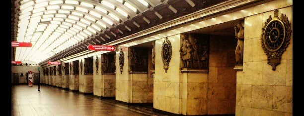 Метро «Нарвская» (metro Narvskaya) is one of Метро Санкт-Петербурга.
