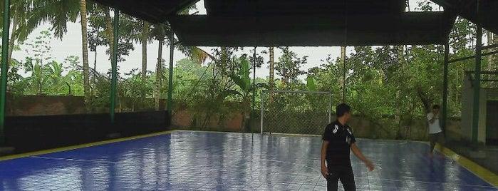 SG Futsal (First International Futsal Court In Praya Tengah) Ds. Pengadang. Praya Tengah is one of Lapangan Futsal.