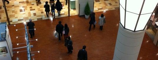 新百合ヶ丘 エルミロード (L-MYROAD) is one of 横浜・川崎のモール、百貨店.