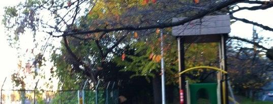 市ヶ谷駅前公園 is one of 公園.
