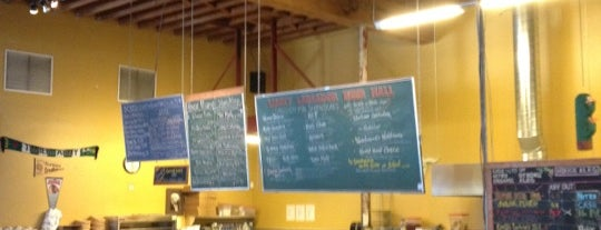 Lucky Labrador Beer Hall is one of Portlans.