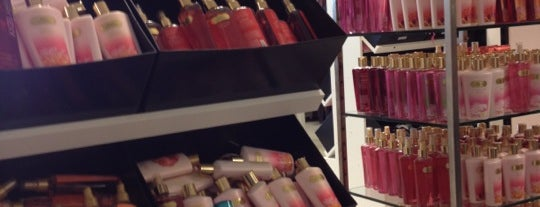 Victoria's Secret PINK is one of Orlando - Compras (Shopping).