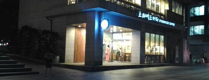스타벅스 커피 is one of Starbucks in Korean (한글) sign board.