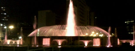 Plaza Venezuela is one of Plazas, Parques, Zoologicos Y Algo Mas.