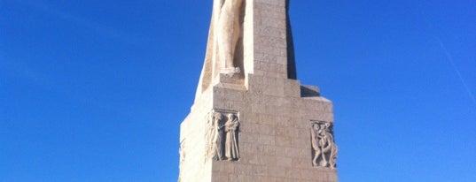Monumento a la Fe Descubridora is one of 101 cosas que ver en Andalucía antes de morir.