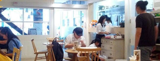 SILKREAM dolci café is one of Enjoy eating ;).