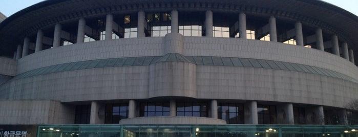 예술의전당 (Seoul Arts Center) is one of Seoul City Badge - Lucky Seoul.