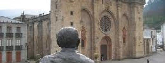 Estatua Álvaro Cunqueiro is one of Visitar en Mondoñedo.