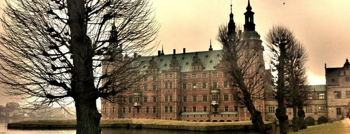Frederiksborg Palace is one of Copenhagen #4sqCities.