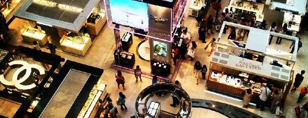 Galeries Lafayette Haussmann is one of Shopping Paris.