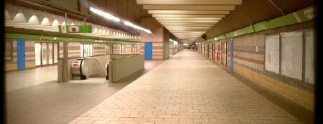 Passante Porta Garibaldi (linee S) is one of Linee S e Passante Ferroviario di Milano.