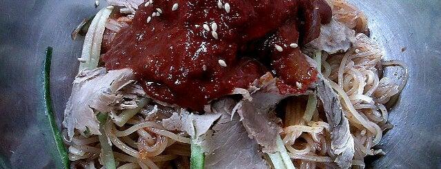 내호냉면 is one of 한국인이 사랑하는 오래된 한식당 100선.