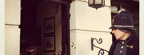 The Sherlock Holmes Museum is one of Steampunk London.