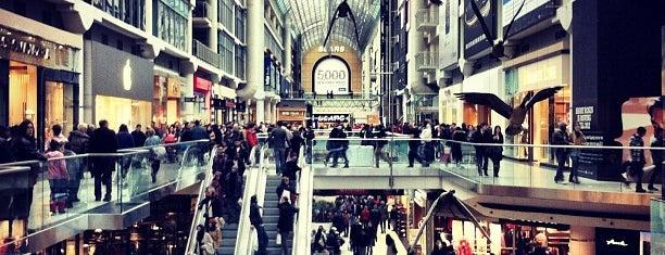 Toronto Eaton Centre is one of Cosas por hacer en Toronto.