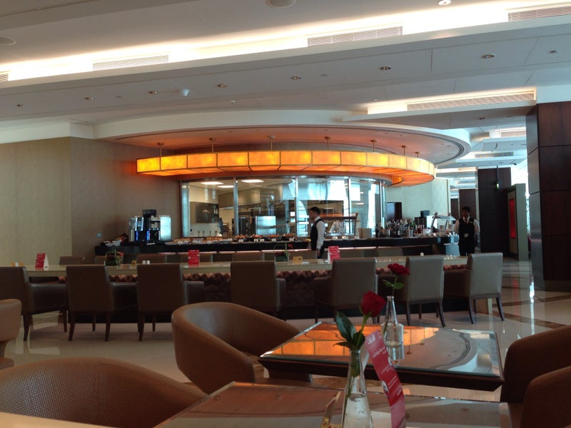 Emirates Business Class Lounge Dxb T3a Loungereview Com
