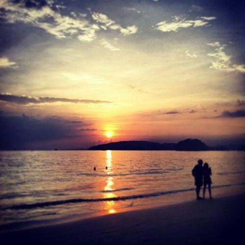 หาดนพรัตน์ธารา (Nopparat Thara Beach)