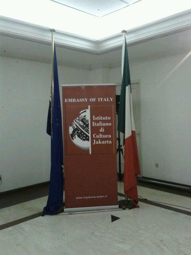 Kedutaan Besar Italia (Ambasciata d'Italia)