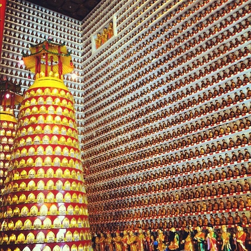 Ten Thousand Buddhas Monastery 萬佛寺