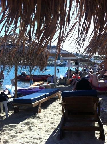 Παραλία Ορνού (Ornos Beach)