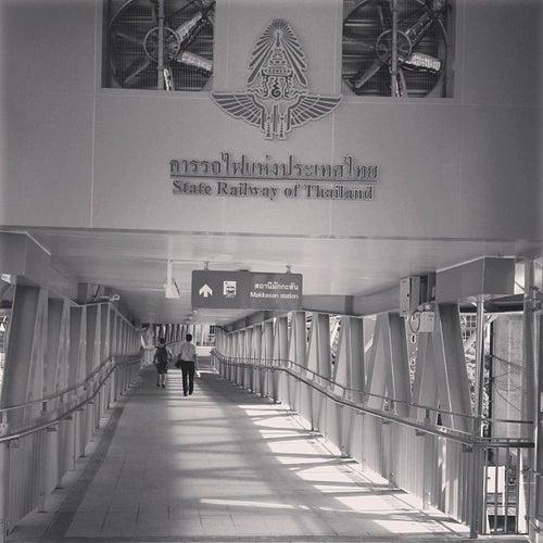 ARL-MRT Skywalk (ทางเดินยกระดับ ARL-MRT)