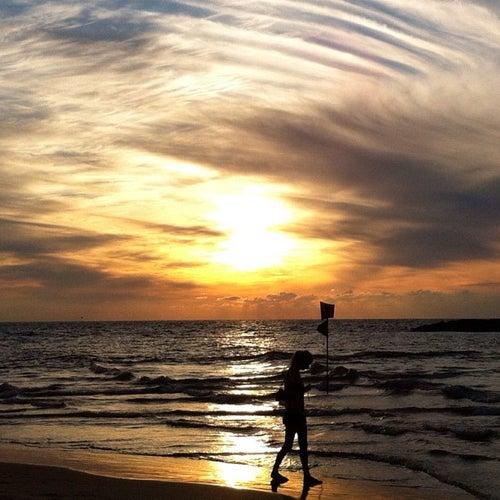 Geula Beach (חוף גאולה)