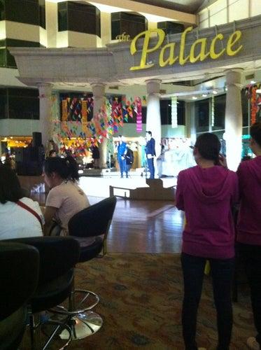 Holiday Palace Casino Resort (ฮอลิเดย์ พาเลซ คาสิโน รีสอร์ท)