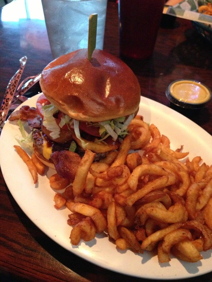 Beef 'O'Brady's,33544,sports bar