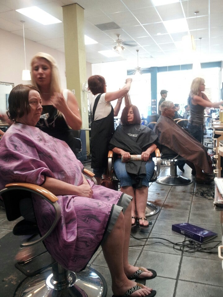 Split Endz Hair and Nail Studio,