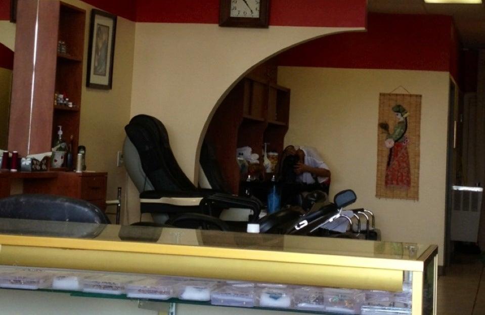 Rani's Salon,