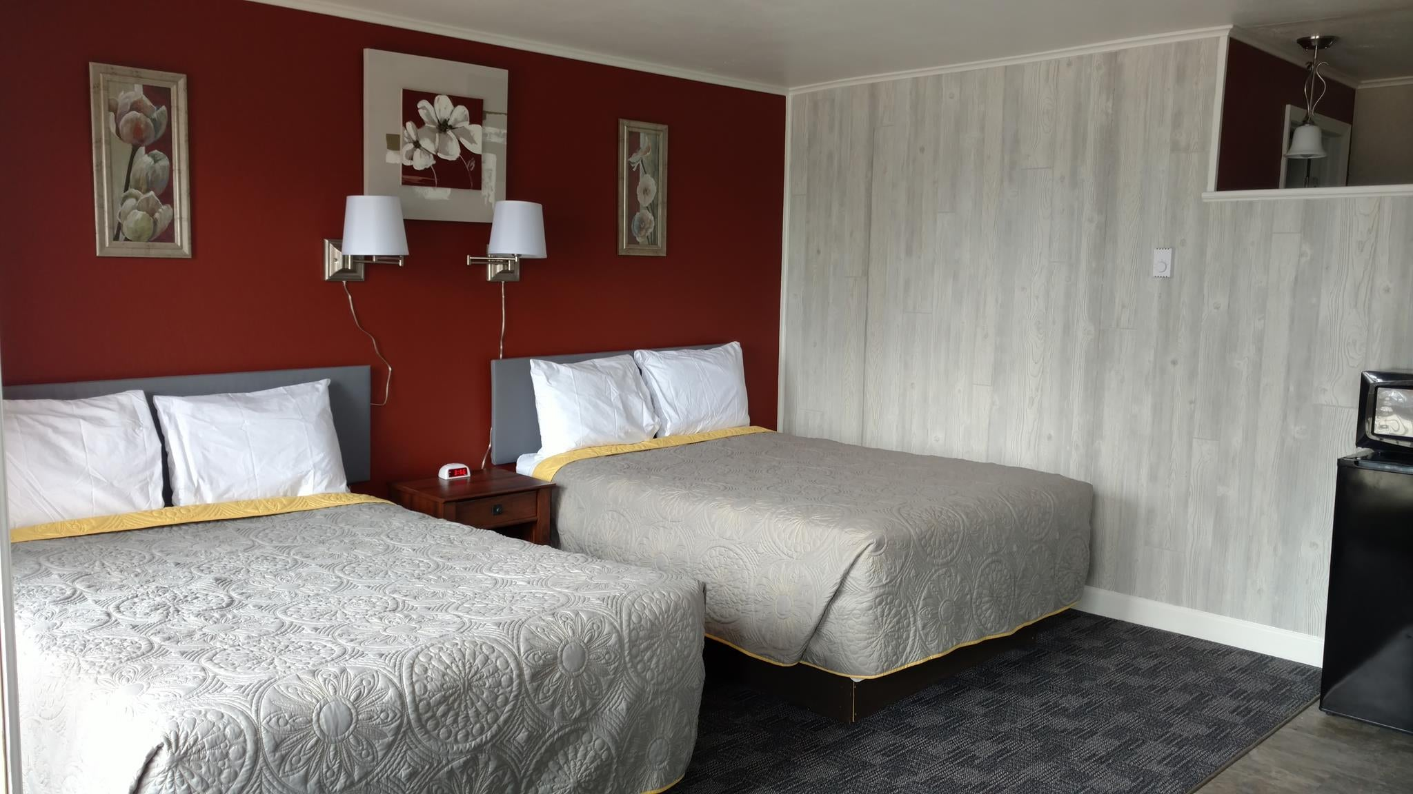 Hiawatha Motel,