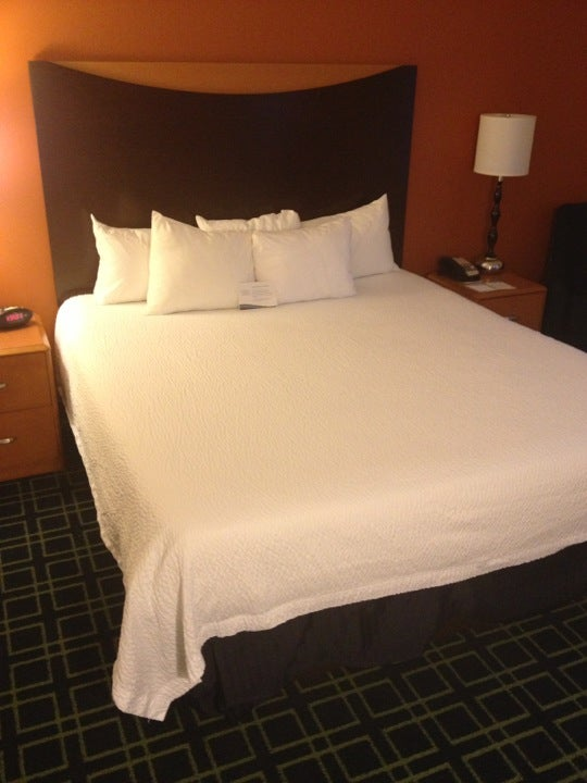 Fairfield Inn & Suites,business center,fitness center,free breakfast,free wifi,hot tub,lodging,pool