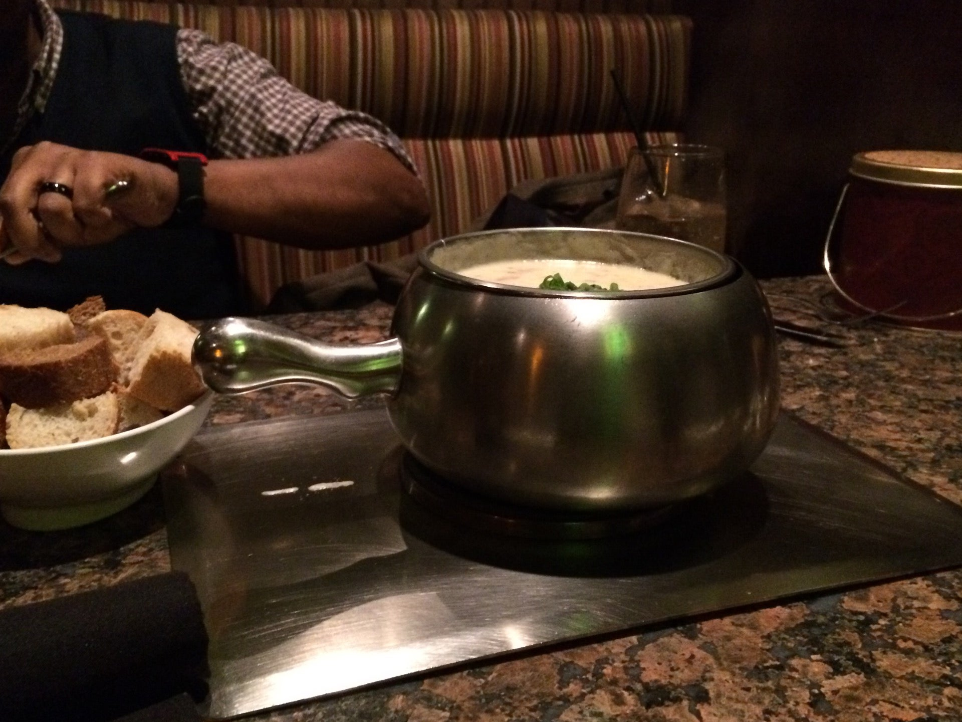 THE MELTING POT,desserts,fondu