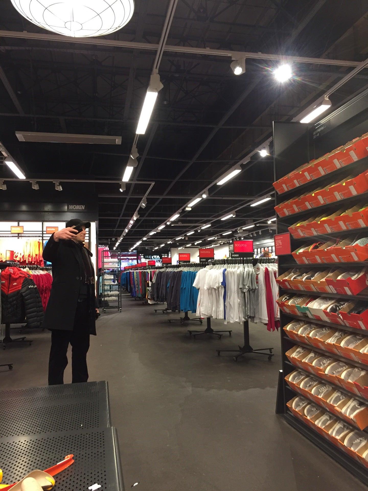 47bd0270bde2 Nike Дисконт Центр на Орджоникидзе, отзывы о спортивных магазинах ...