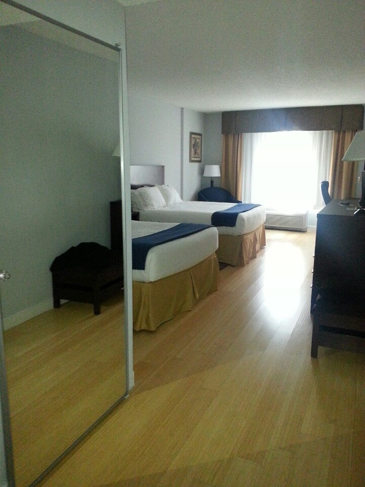 Holiday Inn Express Bentleyville,
