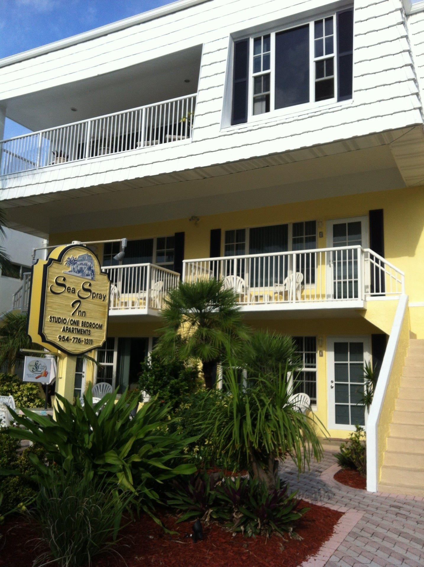 Sea Spray Inn,