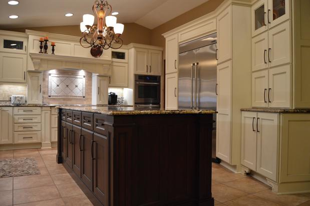 McLusky Showcase Kitchens & Baths,