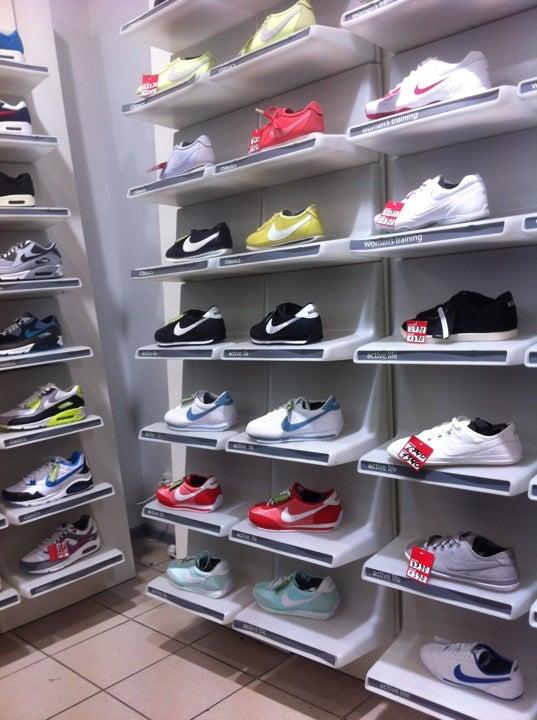 1c5e6ea46a80 Nike на Просвещениях, отзывы о спортивных магазинах Санкт-Петербурга, адрес,  телефон и фото Nike на карте