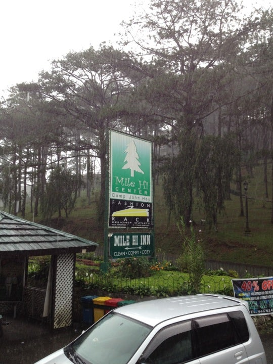 Baguio In Fashion Rack Designer Outlets Camp John Hay Baguio Earthtory