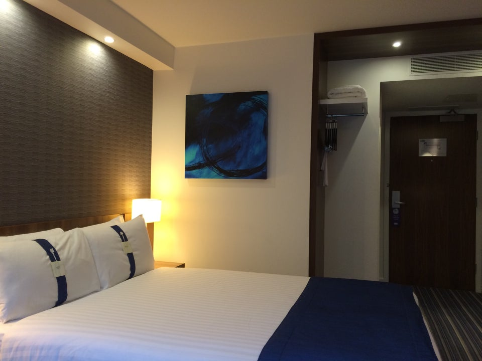 Photo of Holiday Inn Express London – Earl's Court