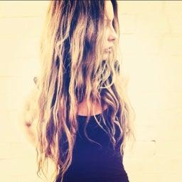 Hairstylist Chrissy
