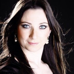 Débora Bernardi