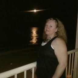 Marcia R